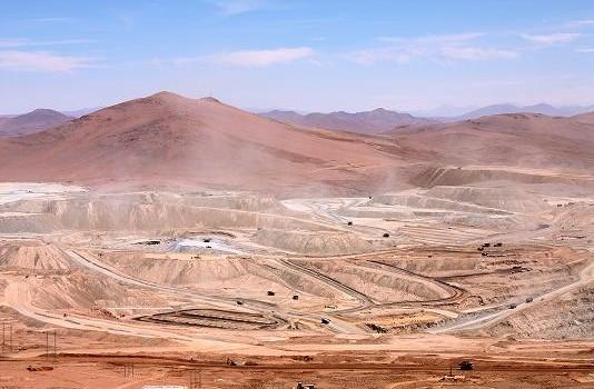 Glencore ve que ola de negociaciones colectivas en Chile impactaría producción de cobre