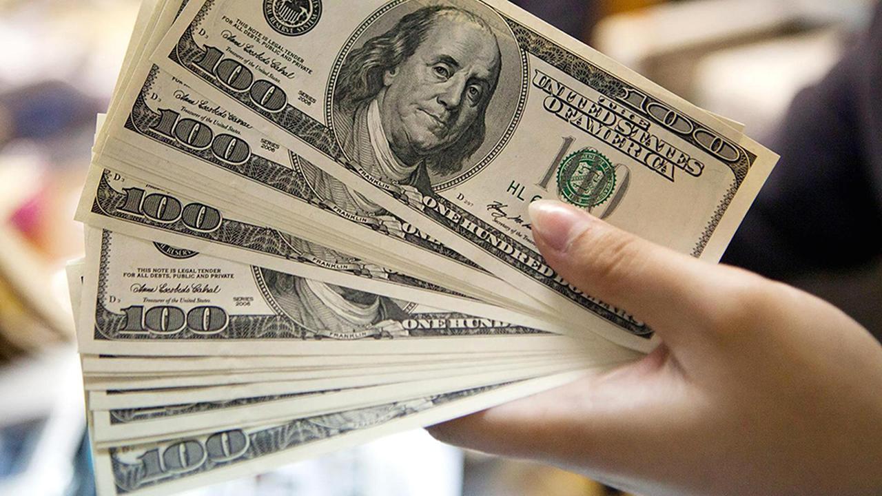 Dólar opera al alza este lunes y se cotiza por sobre los $690