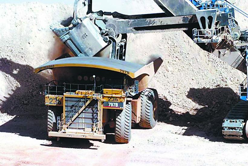 Reajuste del 2% y bono de 6,5 millones en minera Lomas Bayas
