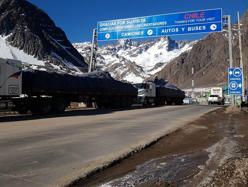 Paso Los Libertadores se mantiene cerrado por nevadas y baja visibilidad