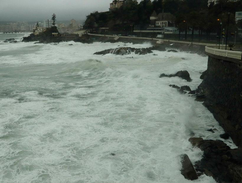 Marejadas con olas de hasta cuatro metros llegarán hoy a las costas del país
