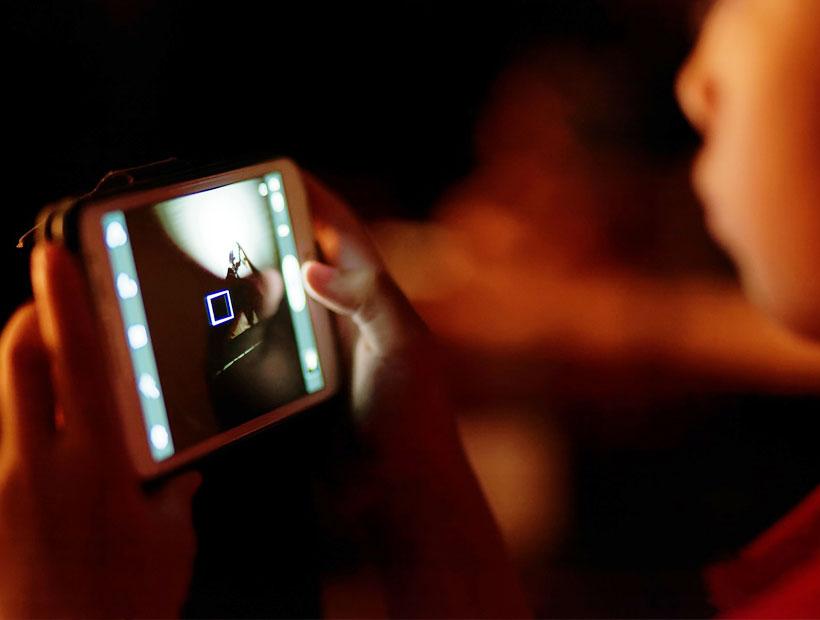 Neuróloga recomienda a los padres apagar las pantallas de los escolares 1 hora antes de dormir