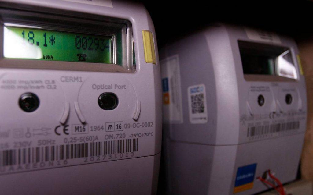 CGE estima que devolución de cobros por medidores inteligentes promediará $ 2.500