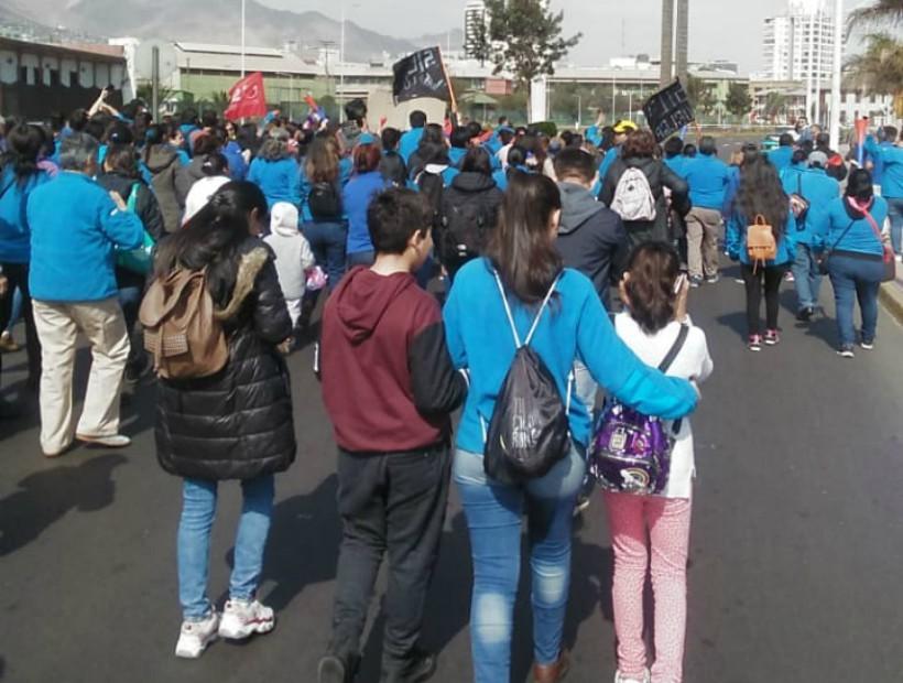 Profesores y trabajadores de Walmart de Antofagasta se unen en marcha